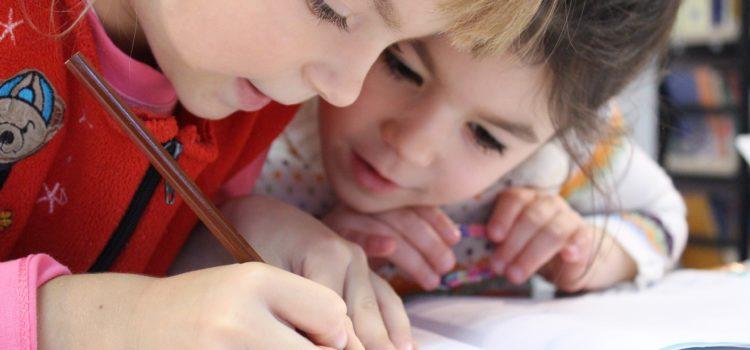 Como organizar o ambiente educativo e a rotina para explorar a linguagem escrita?