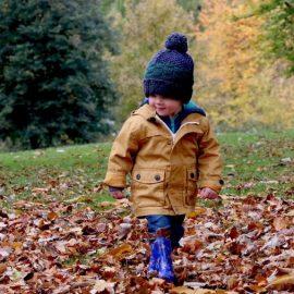 Lá fora também se brinca… como promover a brincadeira no exterior em creche e jardim de infância