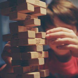Quando as crianças brincam sozinhas